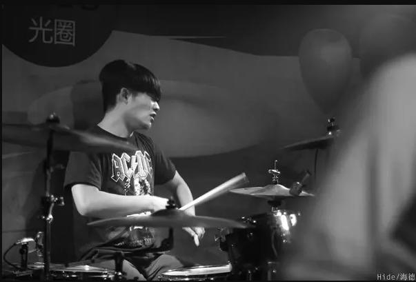 成员变动,李冠宇加入琥珀乐队担任鼓手